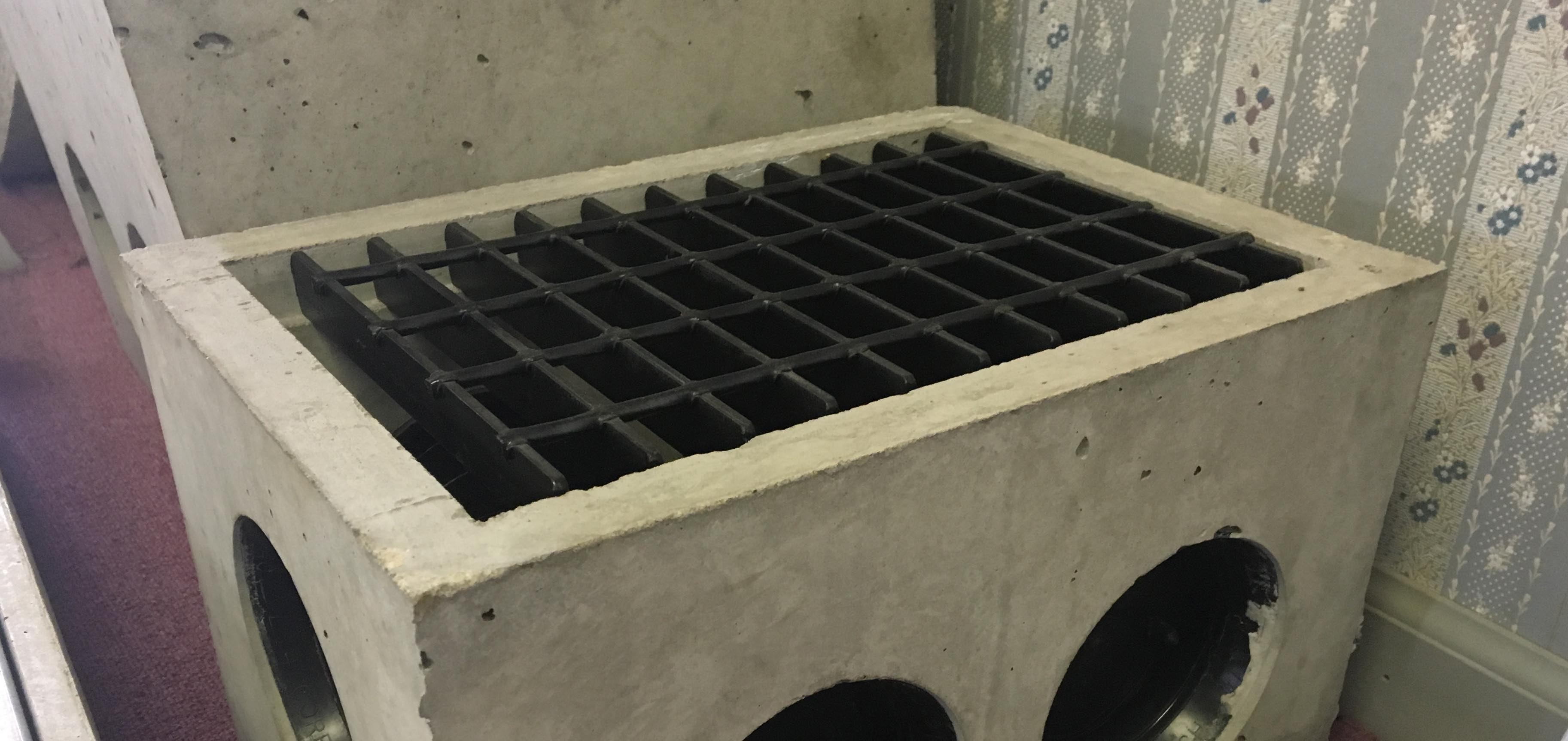Small DB Distribution Box with Straight Steel Grate